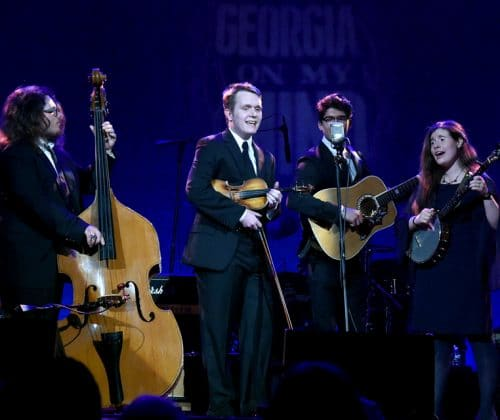 Students from Georgia Pick & Bow School Light Up the Ryman