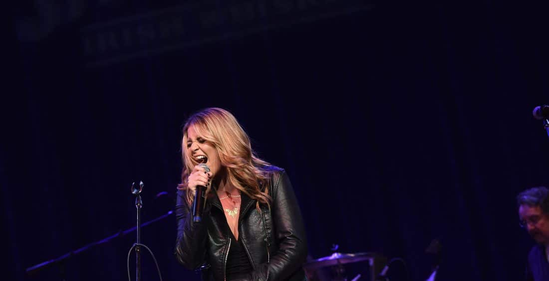Lauren Alaina Fires Up the Stage